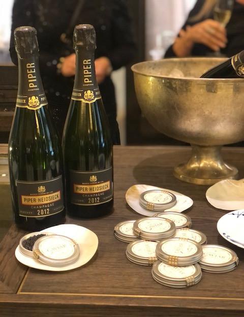 Piper-Heidsieck Vintage 2012 er vurderet som bedste champagne i årgangen på International Wine & Spirits Competition i november 2019  Her serveret til lækker caviar fra By Stokkebye