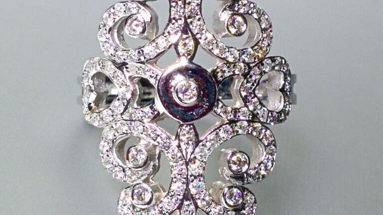 Vintage look. White gold and diamonds.