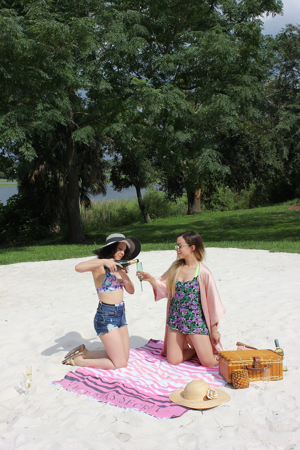 Orlando-Fashion-Bloggers-Katrina-Belle-And-Lulu-Monty-For-The-Beach-Glass