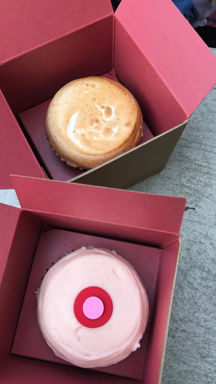 Sprinkles-Cupcakes-Disney-Springs-Orlando-Food-Katrina-Belle-Disney-Food-Blog