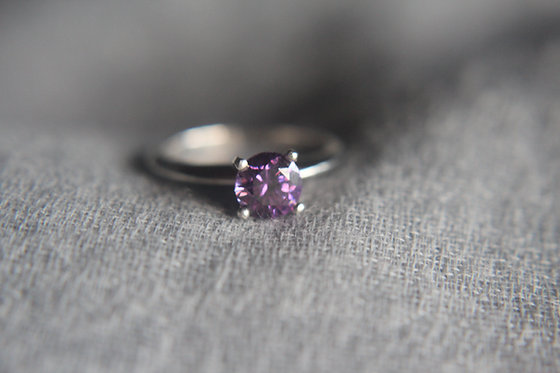 The White Gold Solitaire : Amethyst
