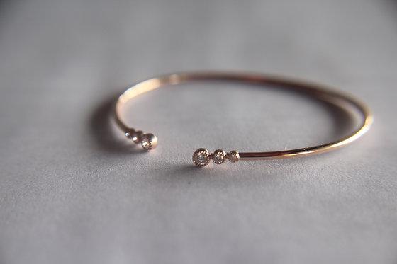 The Minimal Diamond Bracelet