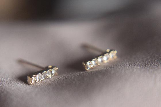 Essential Diamond Bar Earring