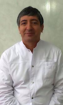 Главный врач, стоматолог-ортопед Ахмедов Надир Мужатдинович