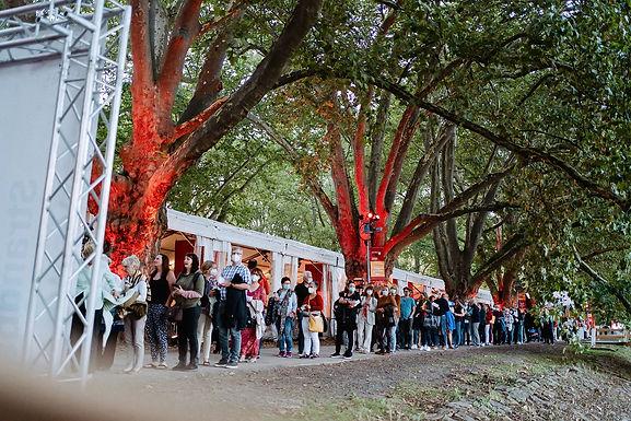 2-G-Regel wird akzeptiert — Das Festivalpublikum strömt in die schöne und sichere Festivallandschaft