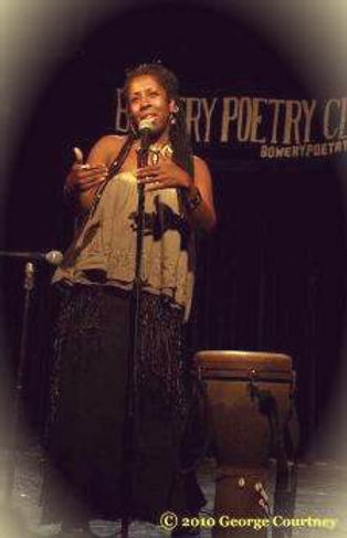 Imakhu_at_Bowery_Poetry_Club_by_George_C