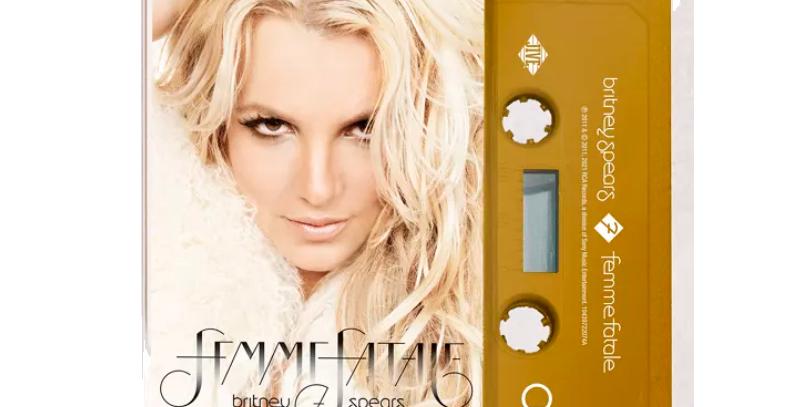 Britney Spears - Cassete Femme Fatale Dourado Limitado