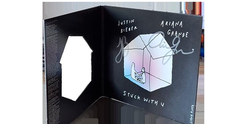 "Ariana Grande & Justin Bieber - CD Autografado ""stuck with u""  Glow In The Dark"