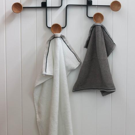 modern-bathroom-storage-ideas-towel-rack.jpg