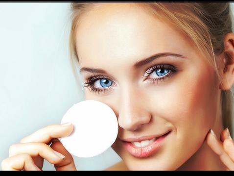 Как лучше удалить косметику с глаз