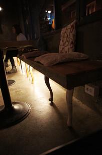 """Innengestaltung, Beleuchtung und Möbeldesign - Café """"Run"""""""