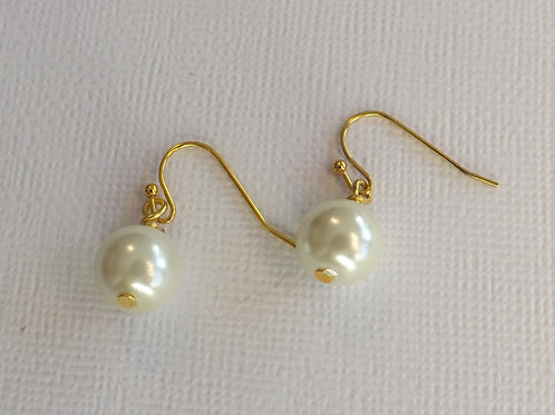 Gold ball wire hook earring with 10mm glass pearl