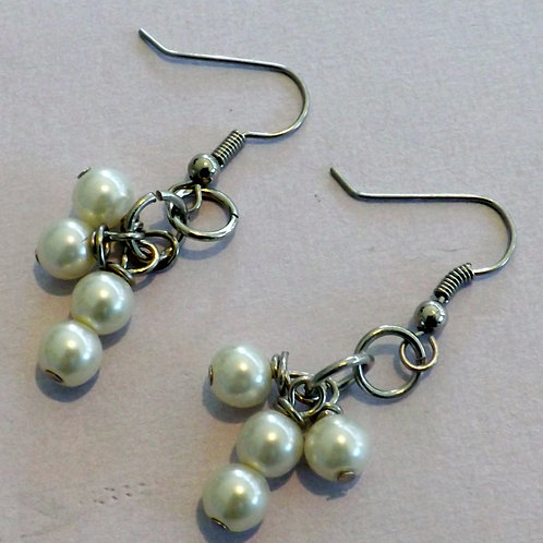 Silver hook earring with 4 freshwater pearls