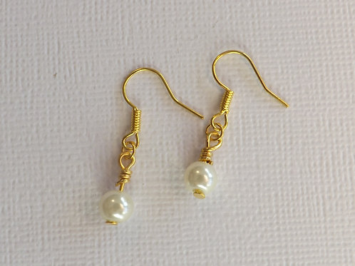 Gold ball wire hook earring with 6mm glass pearl