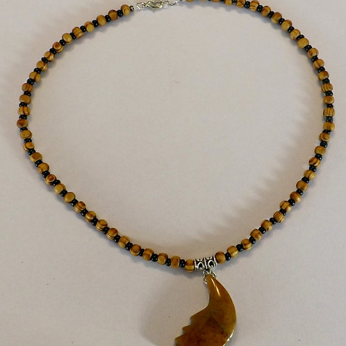 Wood & dark green bead necklace with stone charm