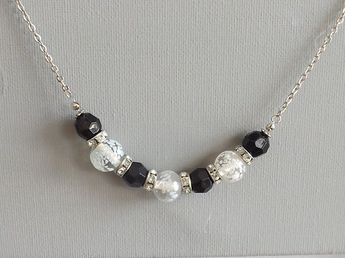 Chain necklace with black and white beads