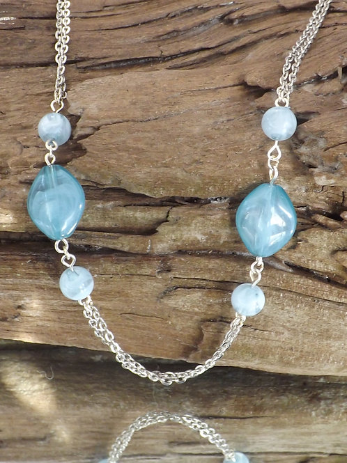 Beatiful blues beads and chain necklace