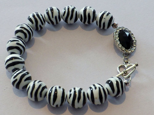 Zebra beaded bracelet with black cabochon