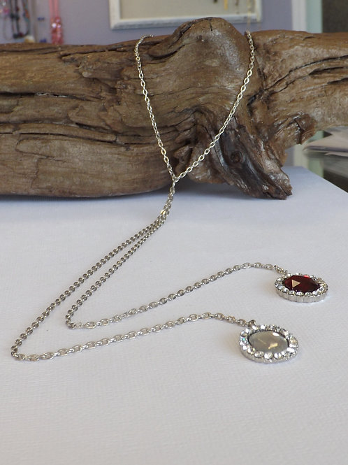 Chain necklace with clear & red cabachons