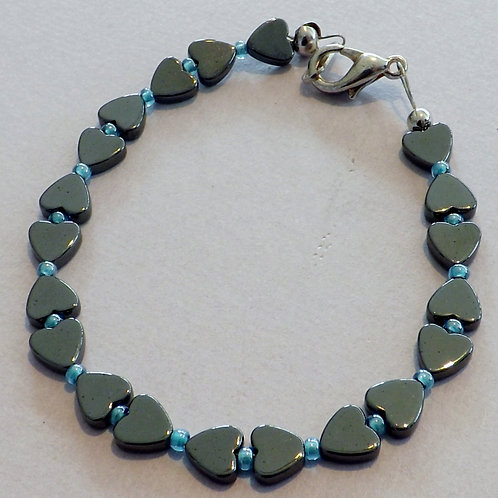Hematite heart bracelet with seed bead
