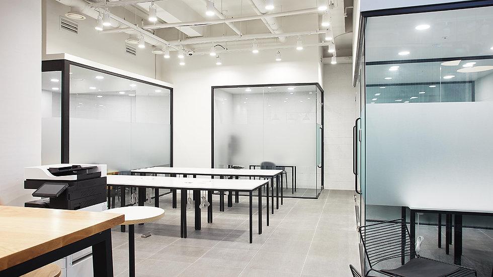 Private desk for 1 person