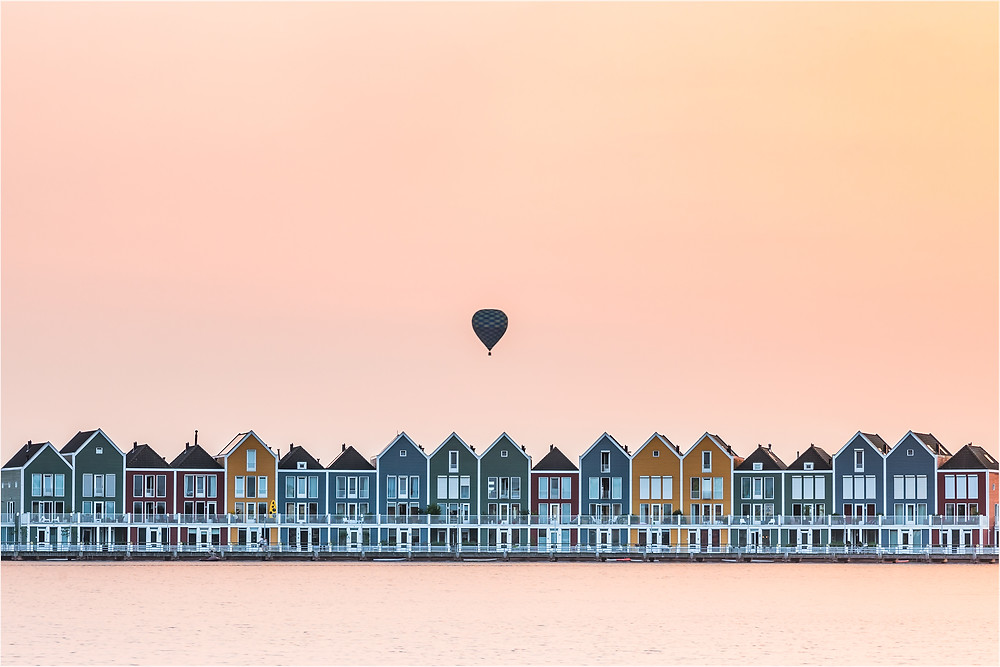 The sunset was not that spectaculair, besides an orange glow. But that hot-air balloon came to the right place at the right time. These beautiful colored houses can by found in the province of Utrecht in a town called Houten.