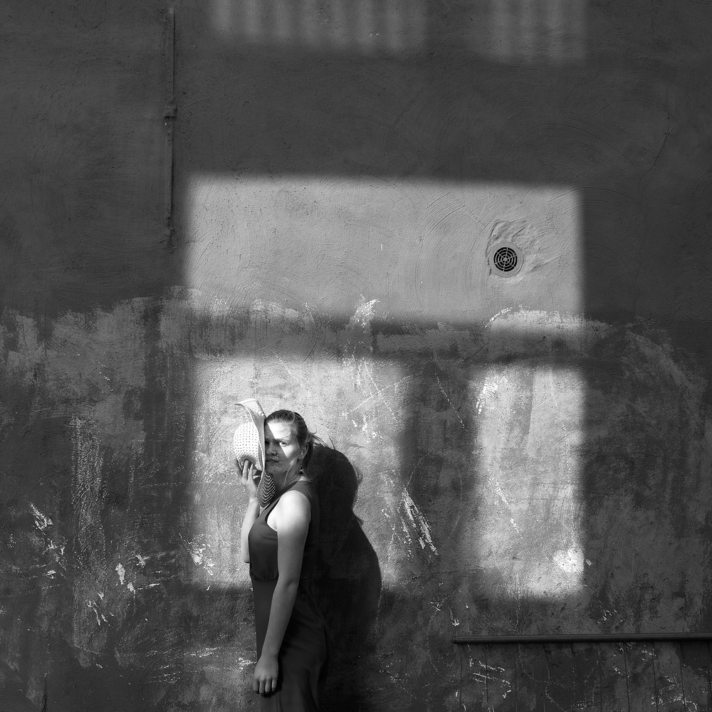 Model: Stien Gobeyn This picture is made by coincidence. When I was looking for locations for this photoshoot, I really loved the texture of the wall, but on the day itself the light was perfect and an imaginary window appeared.