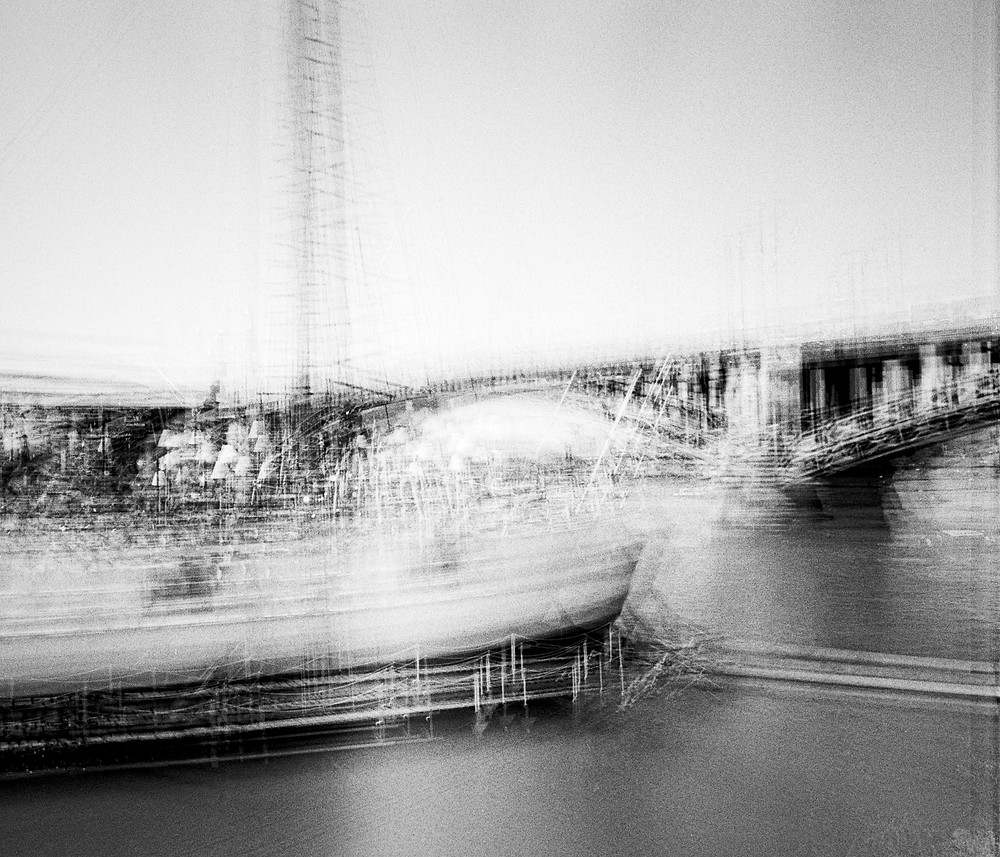This picture is the result of a multiexposure experiment using the analog Minolta XD7. It is made up of 12 exposures at 1/500s and self-developed.