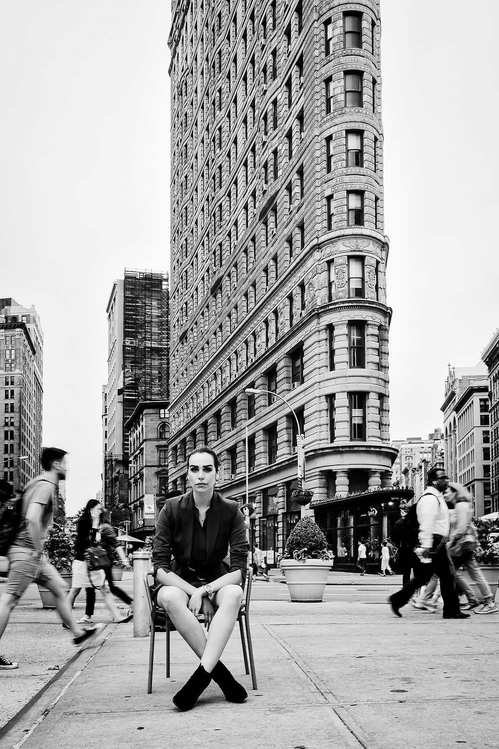 NYC:       FLATIRON FACE - a strong combination of architecture and people at one of NYC´s famous places.