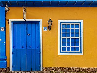 Yellow and blue facade - Facade of a dec