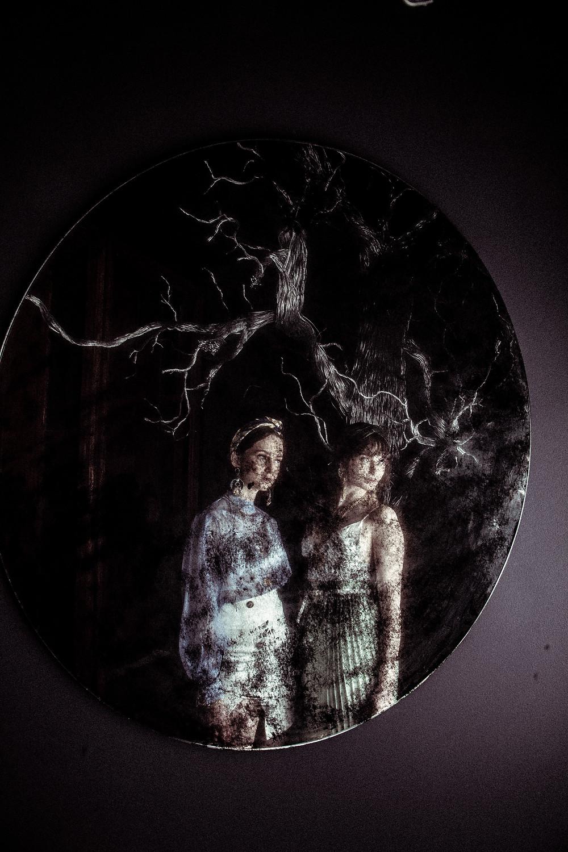 Dark Mirror:  Ph Edgar Tescum / Style 1 Maryela Paniagua  /  Models Randi Lotherington, María Lotherington, Karla  / MUA  Mariana Luna, Julissa Vazquez / Hair Cara Cabrero, Jessica Aguillar  / Location: Casa Besign