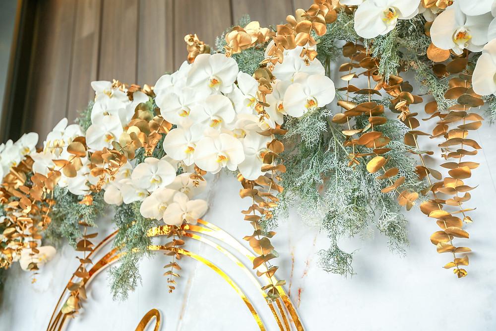 花藝設計 白蘭花  金色葉子