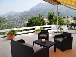Terrasse avec vue sur les montagnes 2