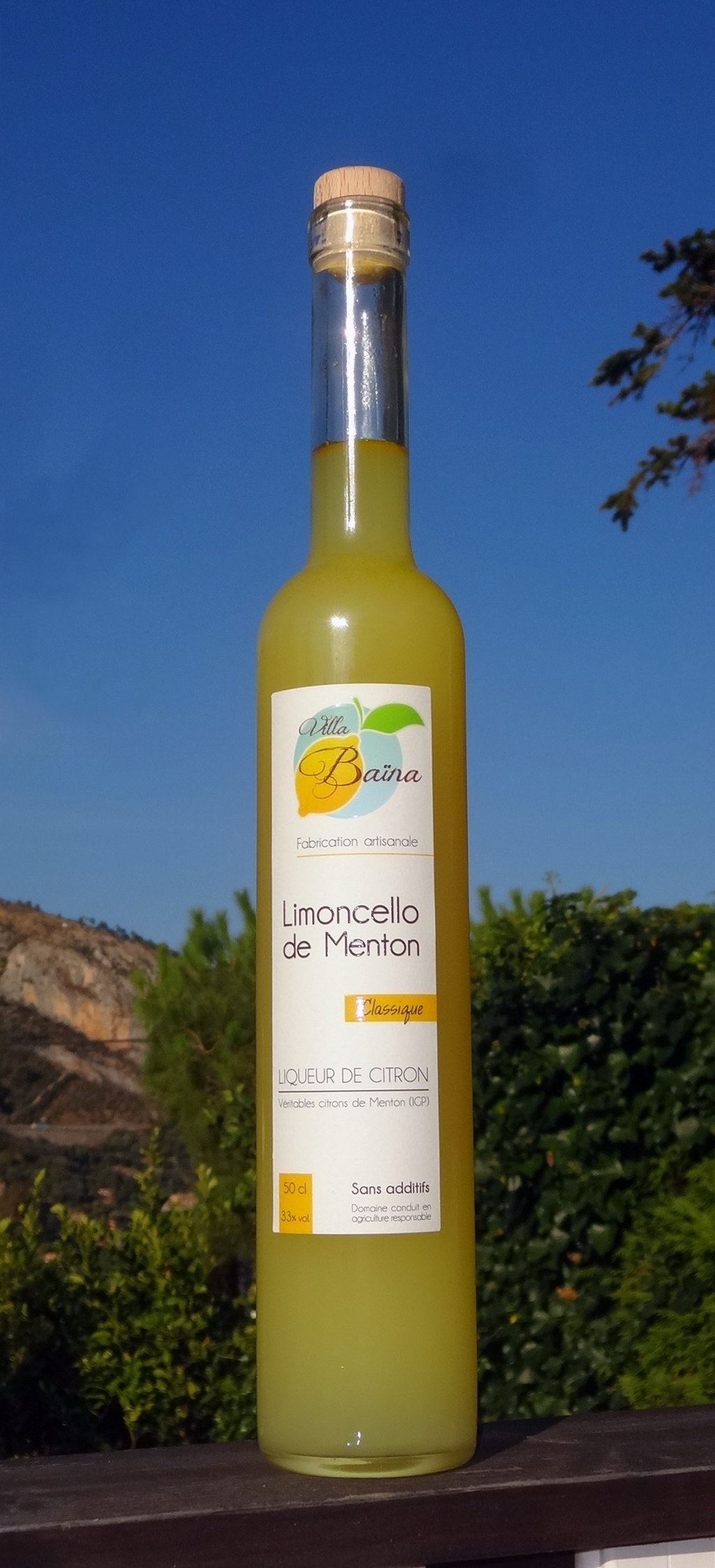 Limoncello of lemons of Menton