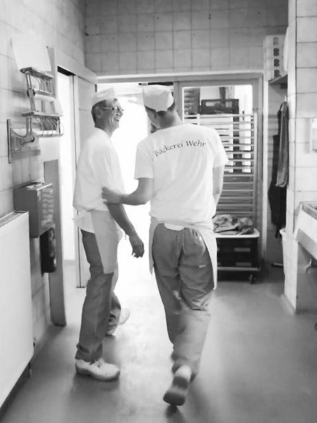 Vater und Sohn in der Backstube