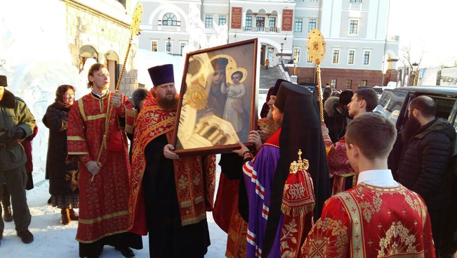 В Екатеринбурге встретили чудотворный образ Пресвятой Богородицы