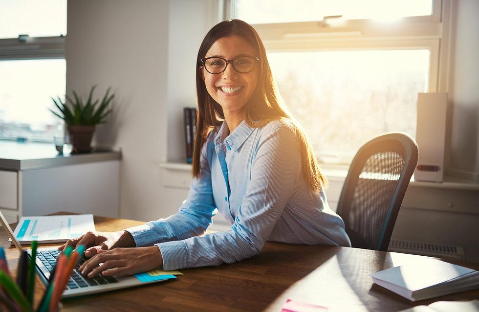 female-entrepreneur-at-desk-3MVY4CG.jpg