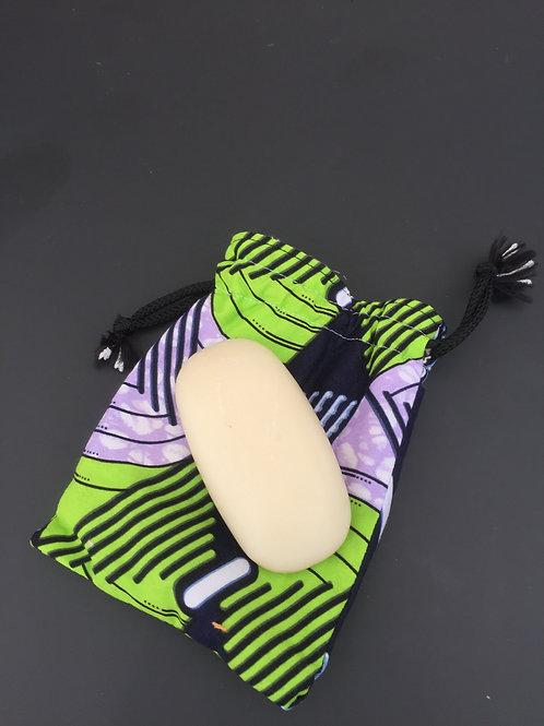 pochette colorée pratique et lavable pour transporter savon et éviter les déchets