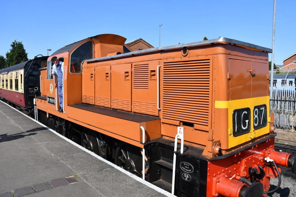 D9551 Ready to depart