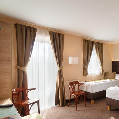 Hotel Honti Visegrád függönyözése 2018