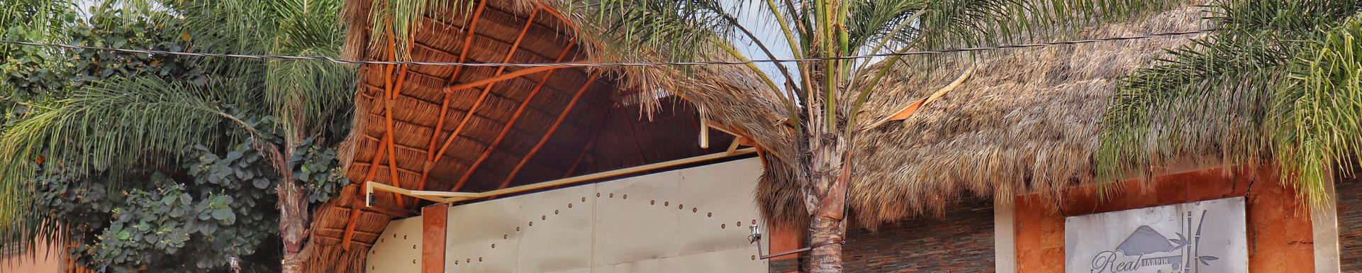 Vista Frontal de Jardín Real Bambú