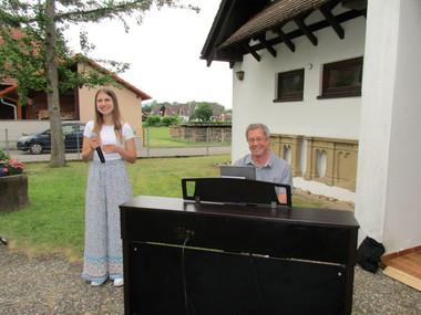 Die Musiker Michael Arnap und Laura Grosch