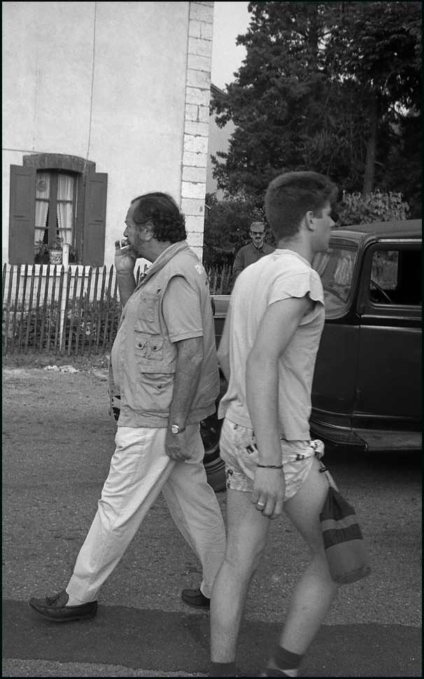 . Robert Enrico & figurant . . St Lattier  . 1986 .