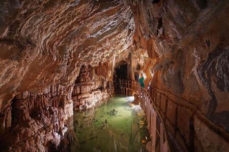 grotte-de-limousis-1.jpg