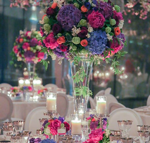 Tang flowers offers full contract sevice throughout to London office.We delivery weekly flower service to the hotel, restaurants, sowrooms, offices etc.