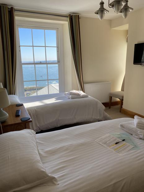 Room 4 Twin Sea view