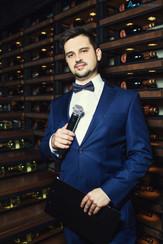 Ведущий Алексей Авдонин на модном меховом fashion show
