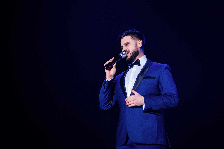 Ведущий Концерта Алексей Авдонин  - Звез