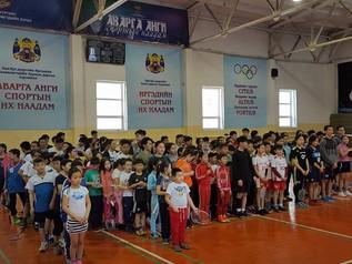 Манай сурагчид Нийслэлийн аварга шалгаруулах бадминтоны тэмцээнд амжилттай оролцлоо.