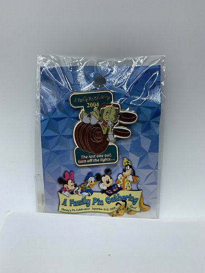 Jiminy Cricket WDW A Family Pin Gathering LE 1000 Pin Last One Out